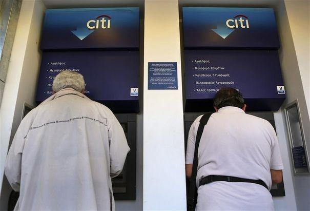 Retraits massifs dans les banques grecques